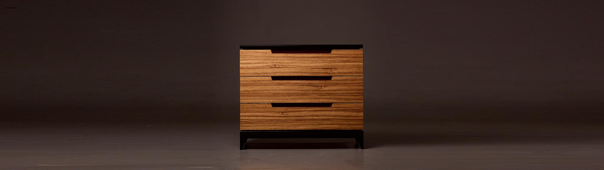 <p>Тумба из классической коллекции мебели нашего производства. Коллекция разрабатывалась для создания стиля конкретного объекта по заказу дизайнера. Кроме собственно тумбы, разработались и другие элементы мебели: кровать, комод, витрина, шкаф. Вот дизайнерская задумка. Все это наши мастера выполнили на очень высоком уровне и в до сих пор очень часто заказывается другими [&hellip;]</p>